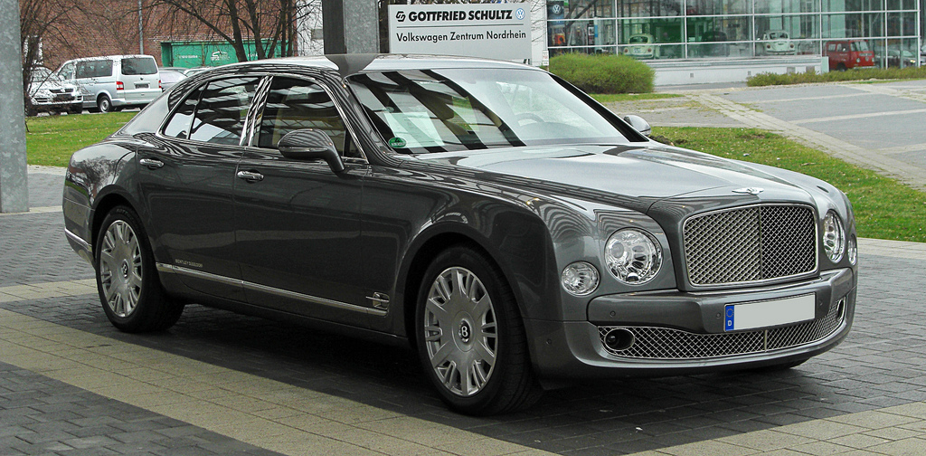 Bentley Mulsanne Vs Rolls Royce Ghost V8 V12 Luxury